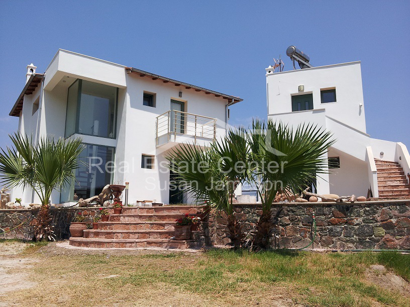 Villa With Rental Apartments For Sale!!