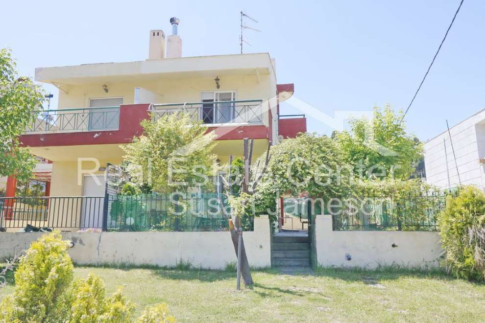 4 Bedrooms, Private Garden!!