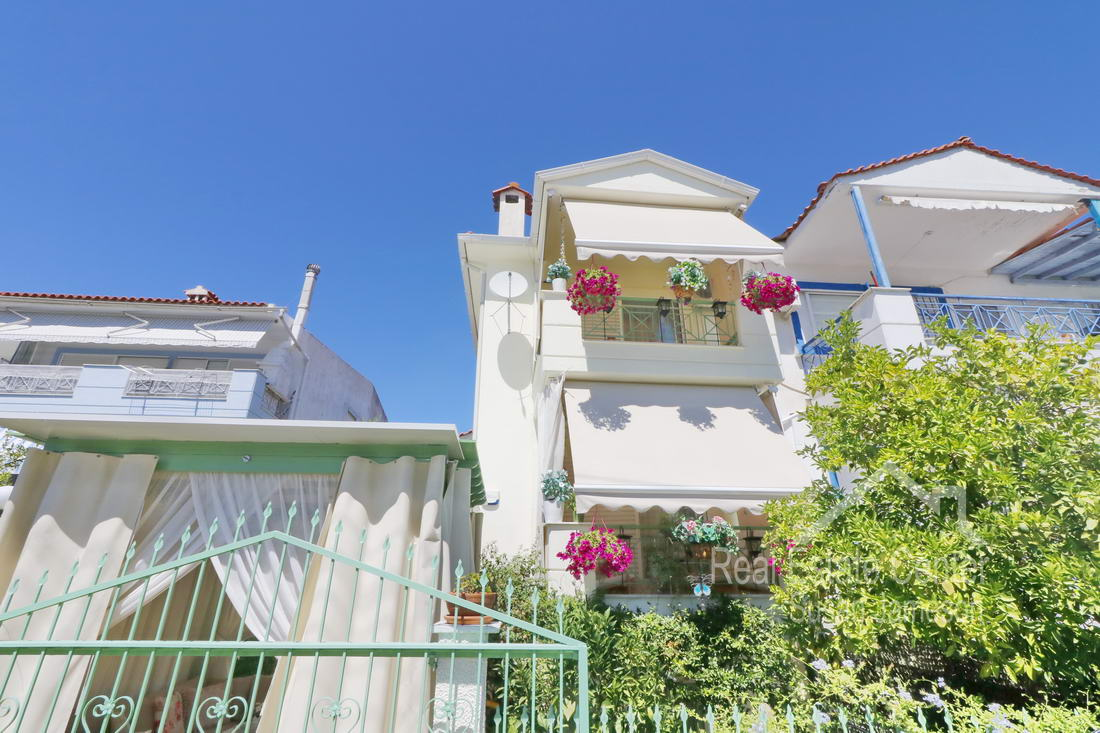 Charming Home Hanioti, With a guest studio!! (New Lower Price!!)