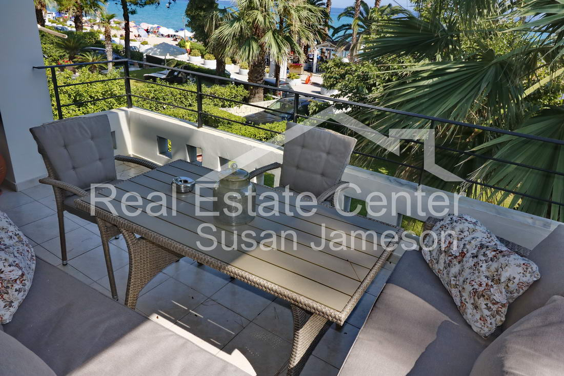 Stunning Dream Home On Beach, Prime Location TURN-KEY!!