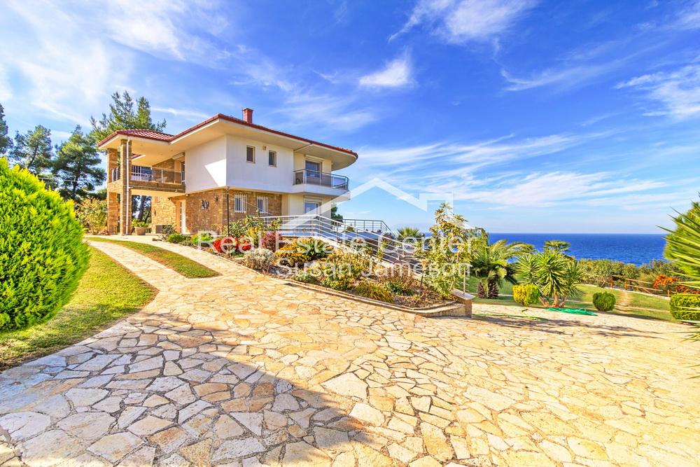 Perfect Weekend Villa Retreat, Panoramic Views!!