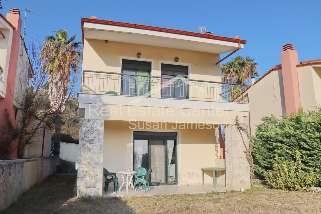 Detached Home, Private Parking, Gated Complex!!