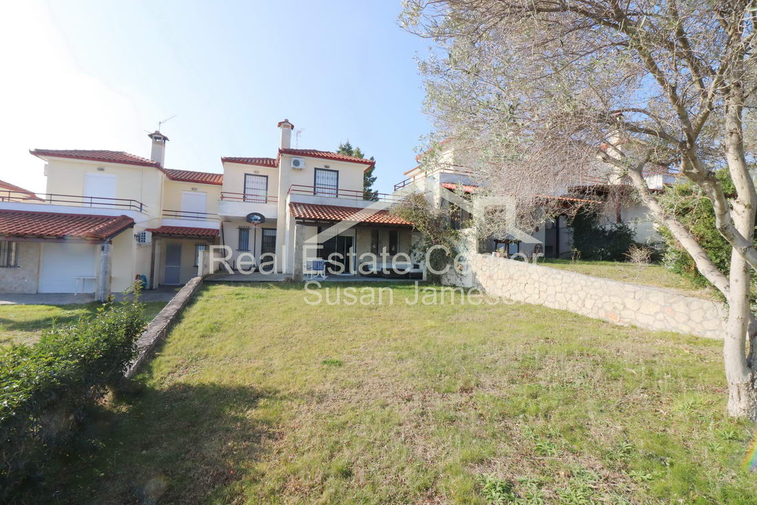 Stunning Country Home, 4 Bedrooms!