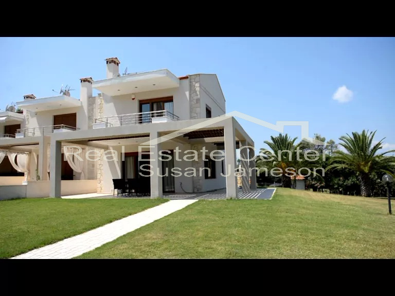 Villa, Living By The BEACH, Quiet Location!!!