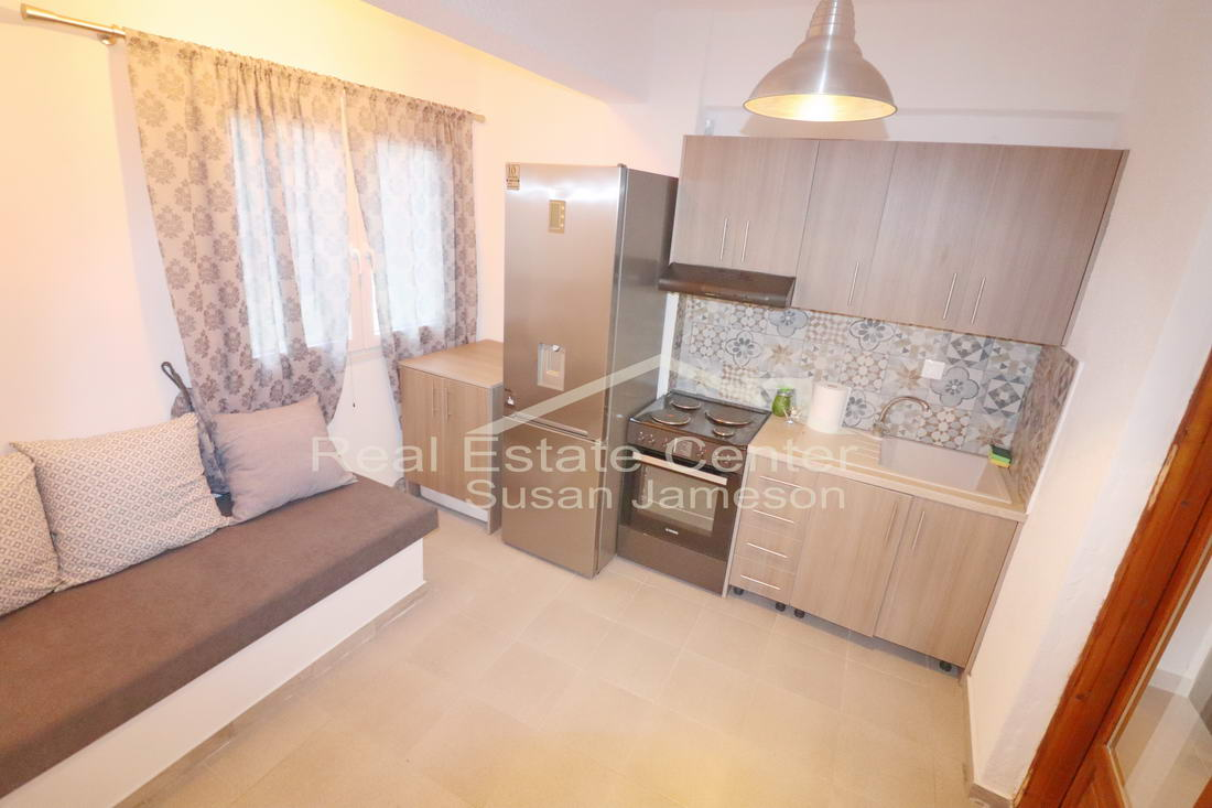 Fully Furnished & Renovated Apartment, Seaview!!
