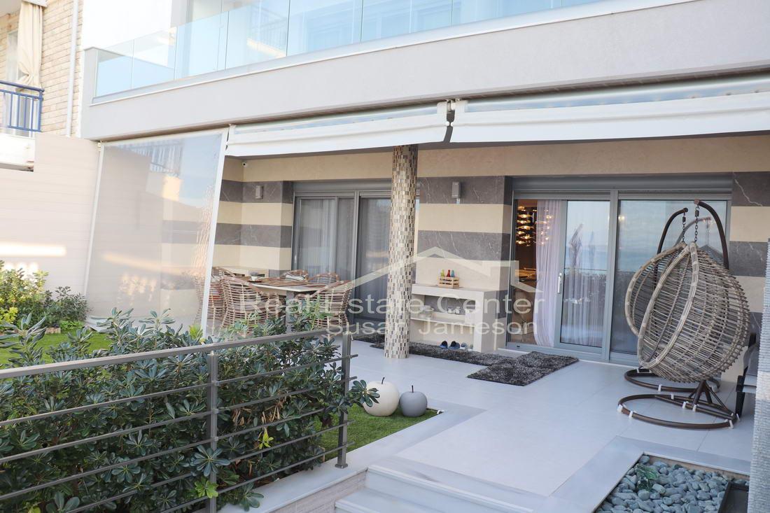 Dream Home, Villa Beach Front Living!!