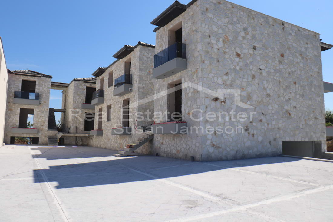 NEW, Stone Built Apartment, Sea Views!!
