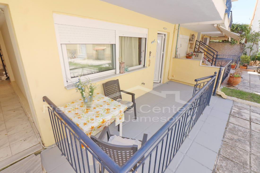 Ground Floor Apartment, Walk To Beach!!