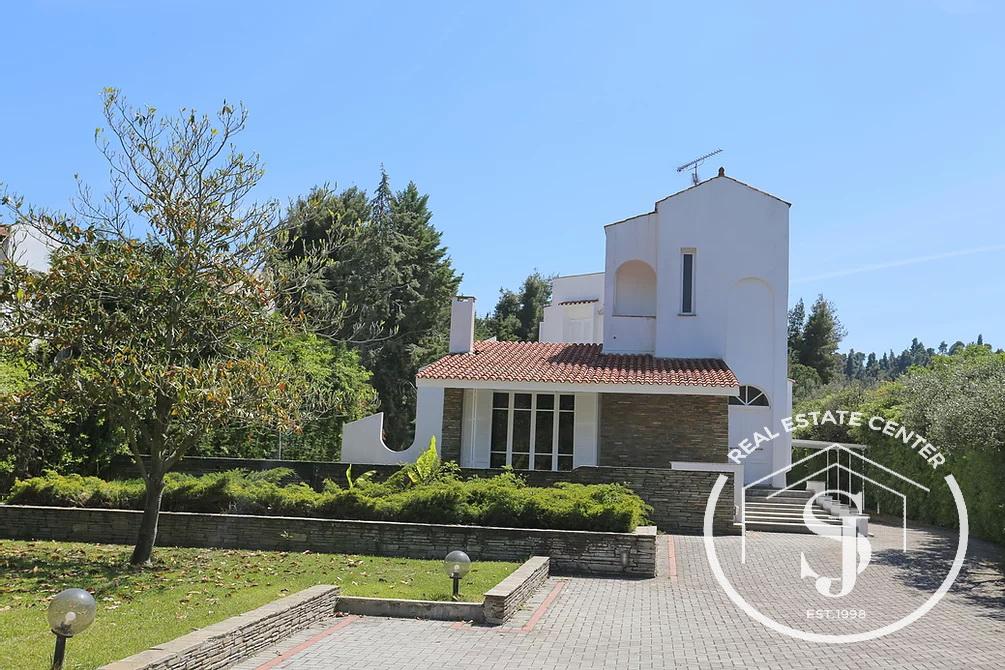 Villa Desirable Location Villa For Sale!!!