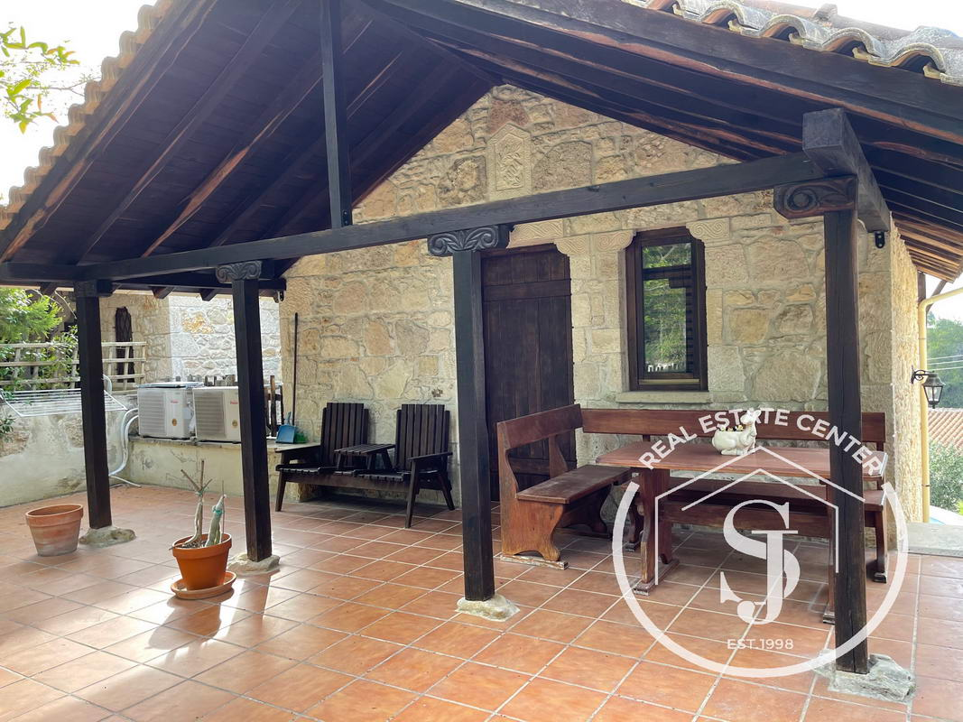 ~Stone Built 2 Level Home/ PrivatePool~
