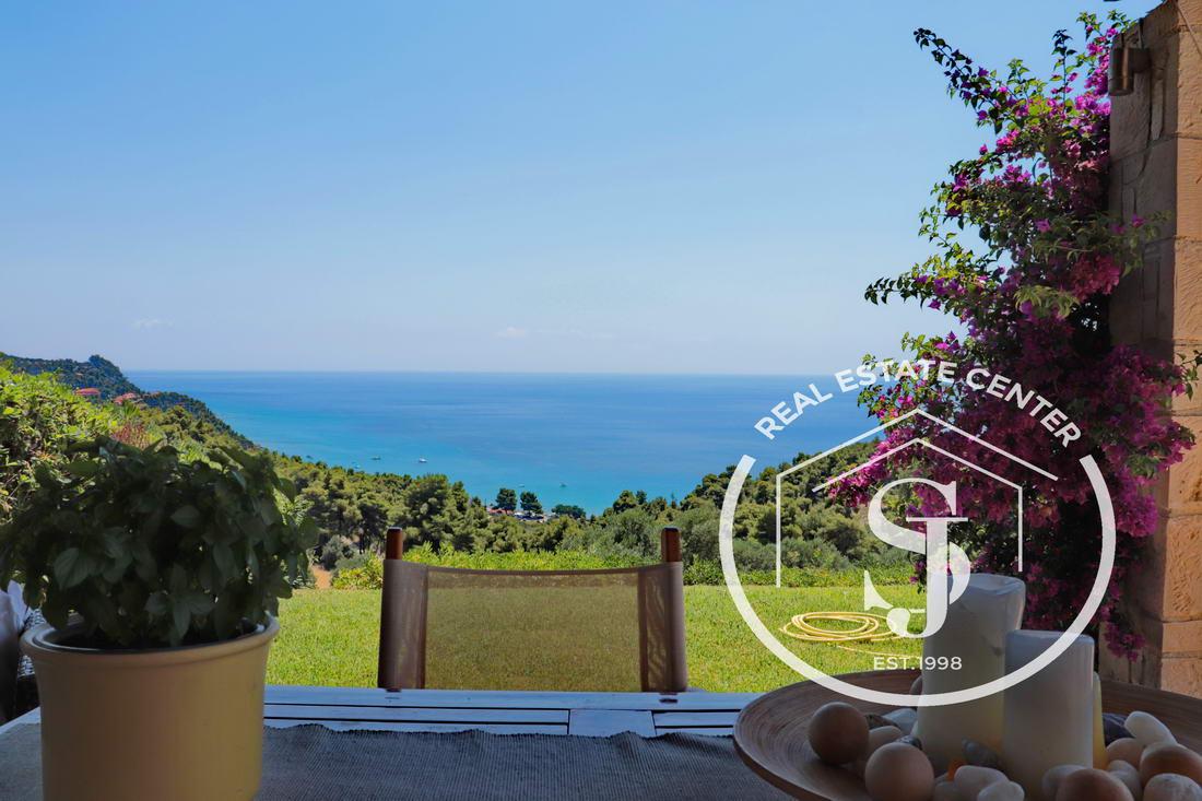 Dream Living With Panoramic Sea Views!!