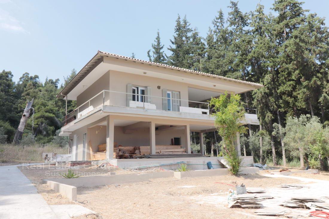 Amazing Villa For Sale, Walk To Beach!!