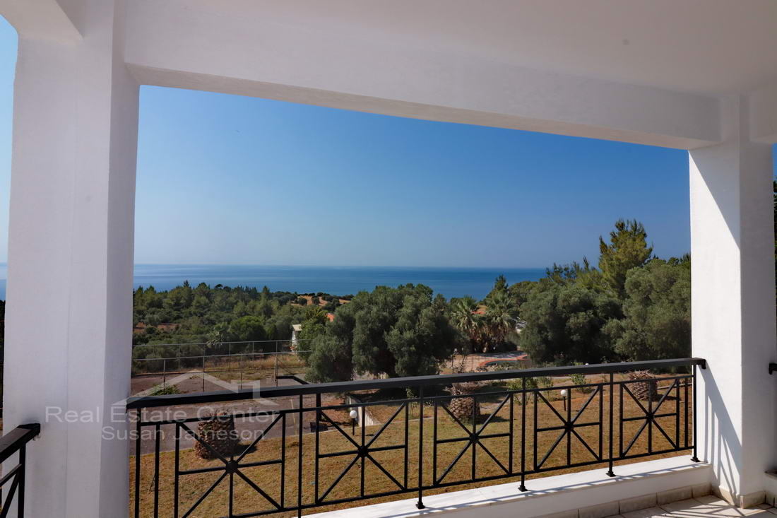 1st Floor Apartment, Stunning Sea Views!!