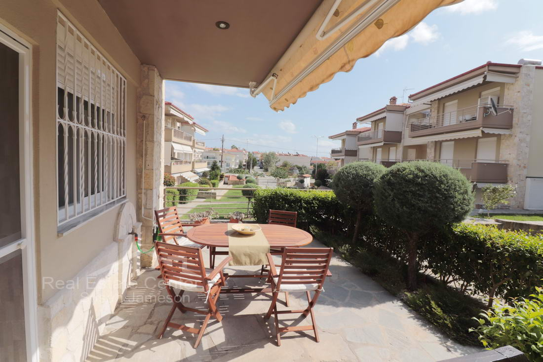 Sunny & Bright Maisonette, Pristine Condition!!