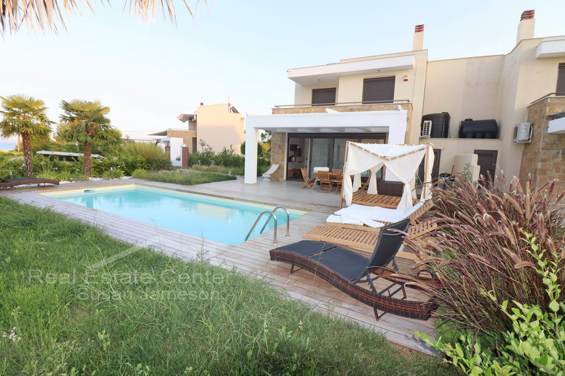 Luxury Villa Detached With Private Pool!!