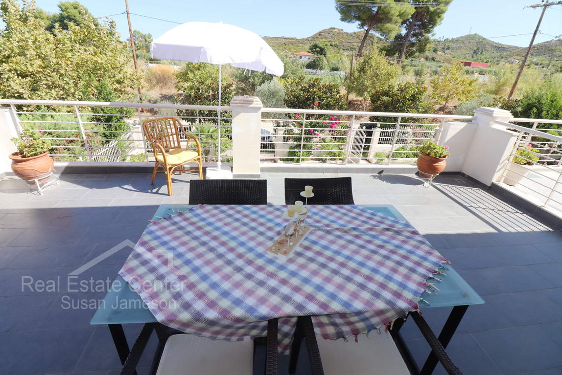 Penthouse Apartment, Walk To Beach!! Furnished!!