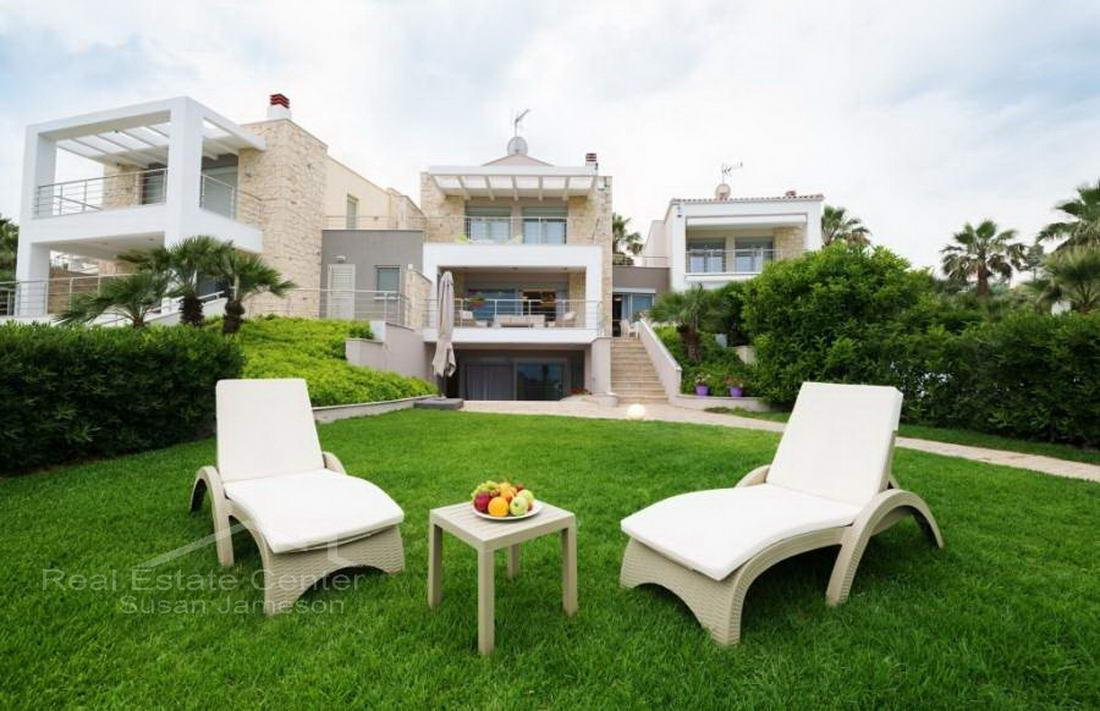 New Beach Front Villa, Prime Location!!