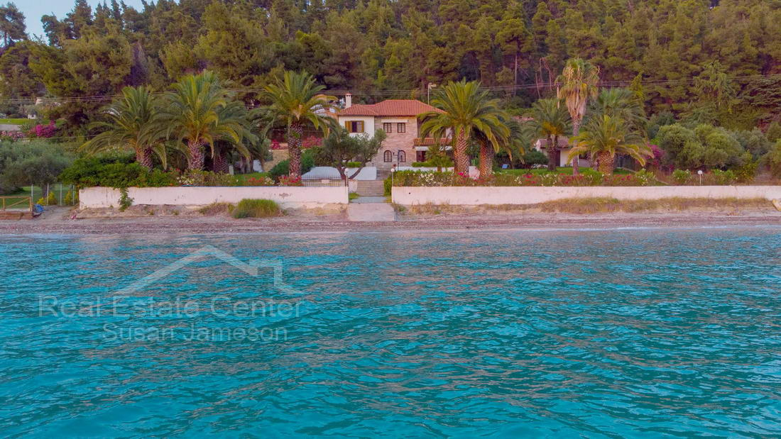Estate Beachfront Property!!