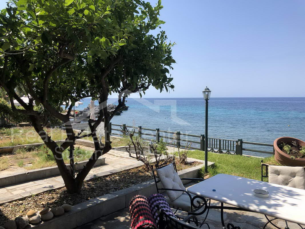 A Place In The Sun, BEACHFRONT Living In Loutra!!