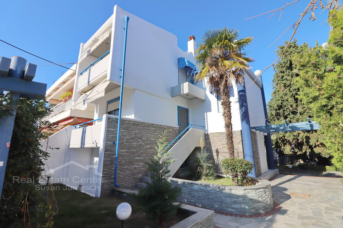 Maisonette By Beach, Prime Location, Private Parking!!