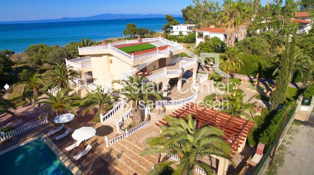 Elegant Beachfront Villa, Prime Location