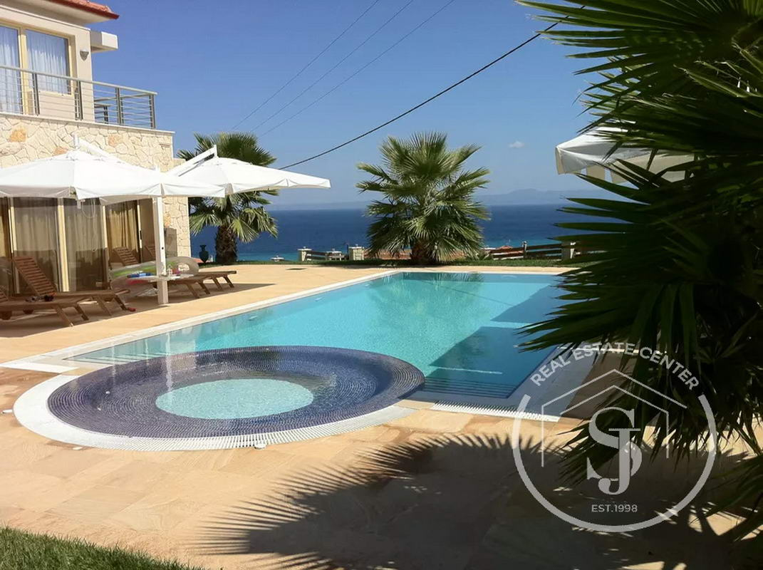 **Gorgeous Villa, Privacy & Private Pool Just For YOU**