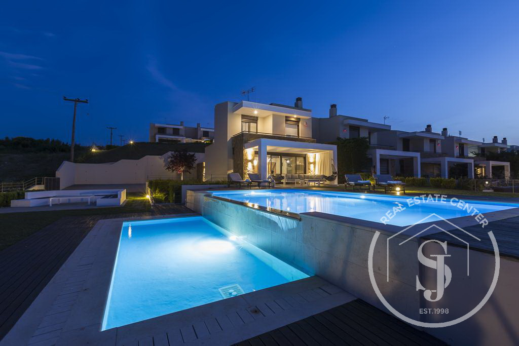 Exclusive Estate Summer Home, Private Pool, Luxury Living!!