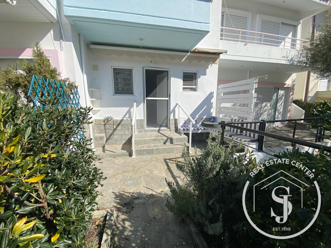 Stunning Home In Prime Area, 100 m From Sandy Beach!!