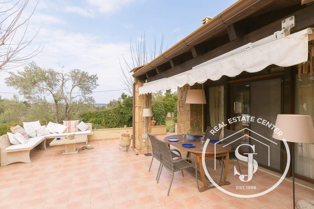 Villa With Gorgeous Outdoor Living Area! SAN!! SHARED POOL!!