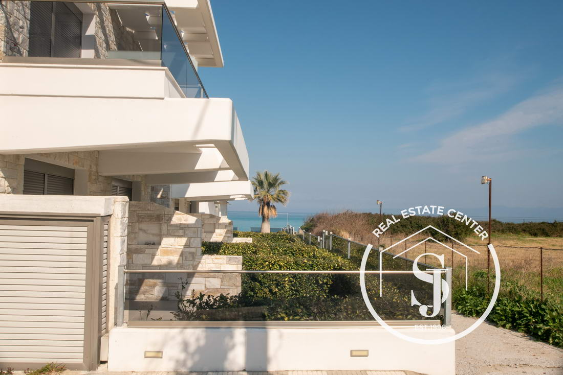 Stylish Seaside Home For Sale, 50 m From The BEACH!!