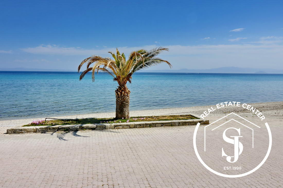 10 m From The Beach Amazing Apartment, Small Garden!!