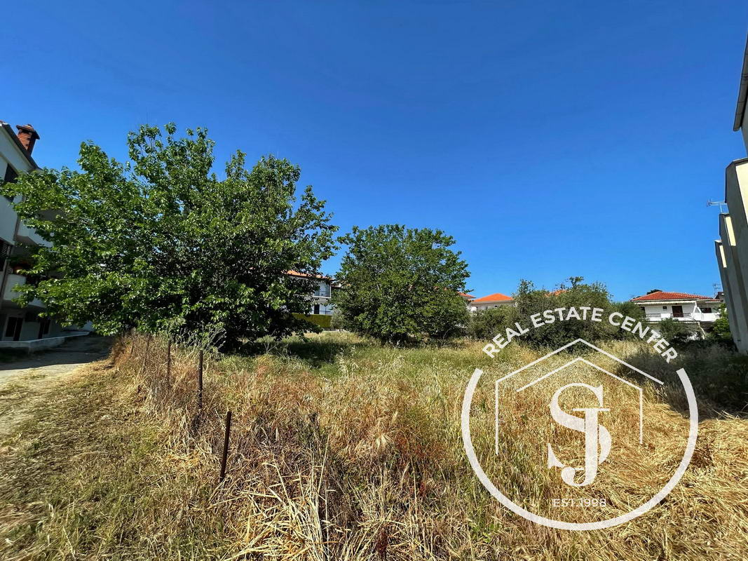 Land 651.56 sq.m In The Center Of Polihrono!!