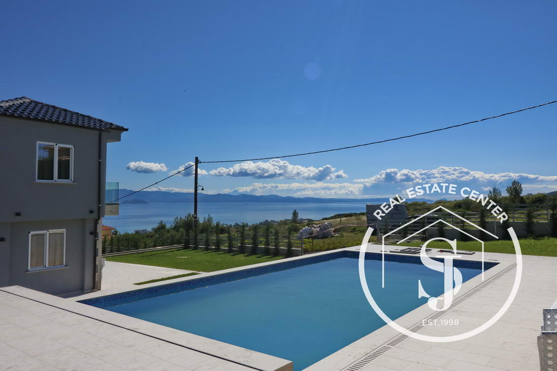 Corner Unit, Villa For Sale With Amazing Outdoor Living (Private Pool)