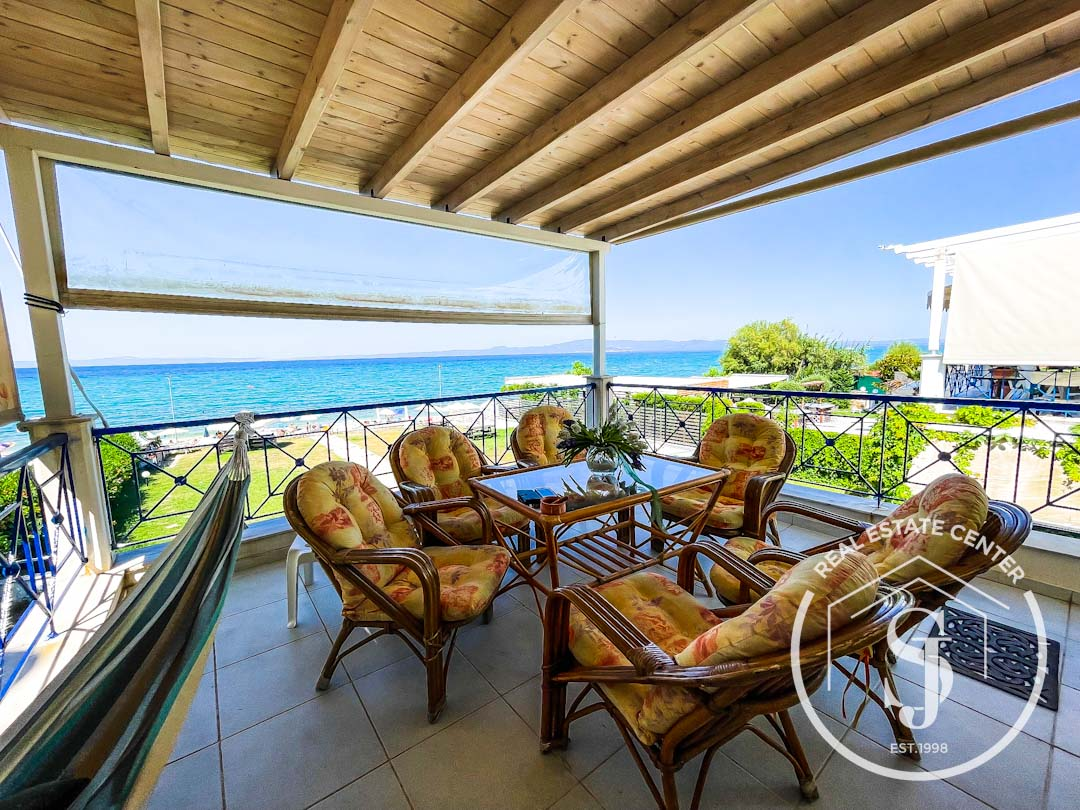 Dreaming Of Beachfront Living??? (INVESTMENT)