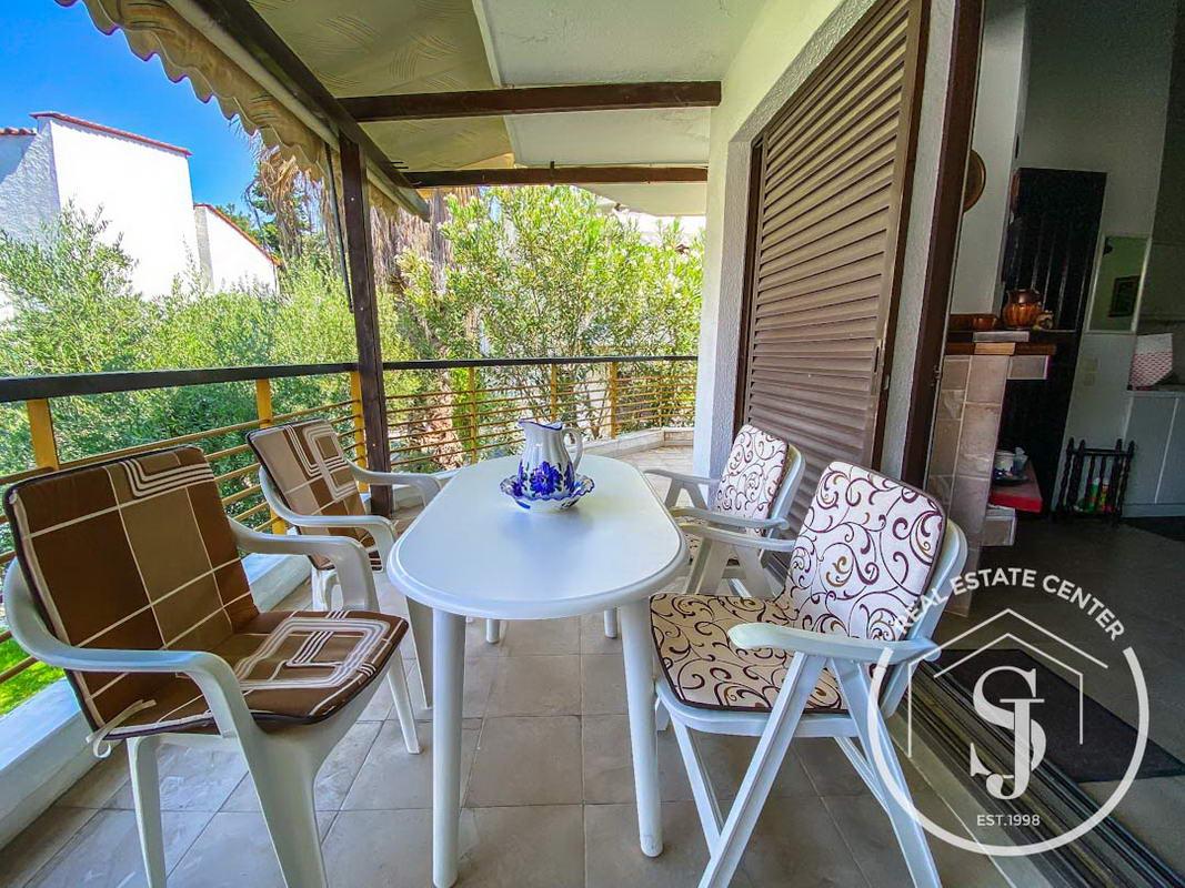 Prime Location, Penthouse Apartment Near The BEACH!!