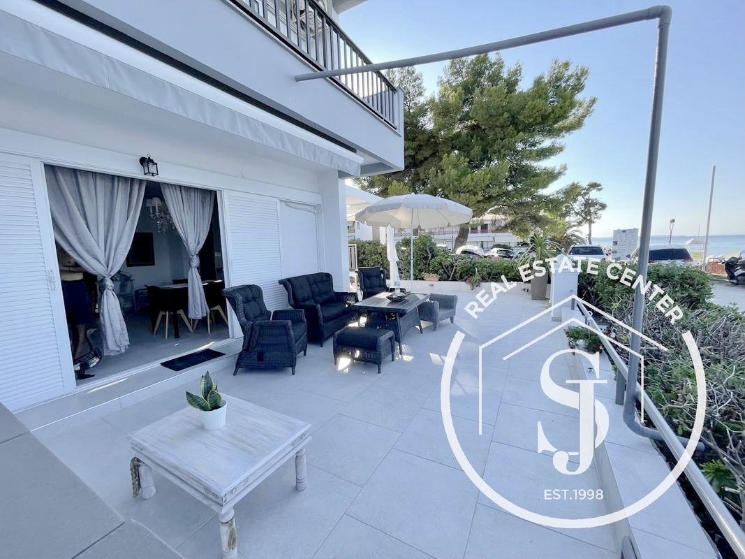 Luxury Corner Apartment In Front Of The Sandy BEACH!!