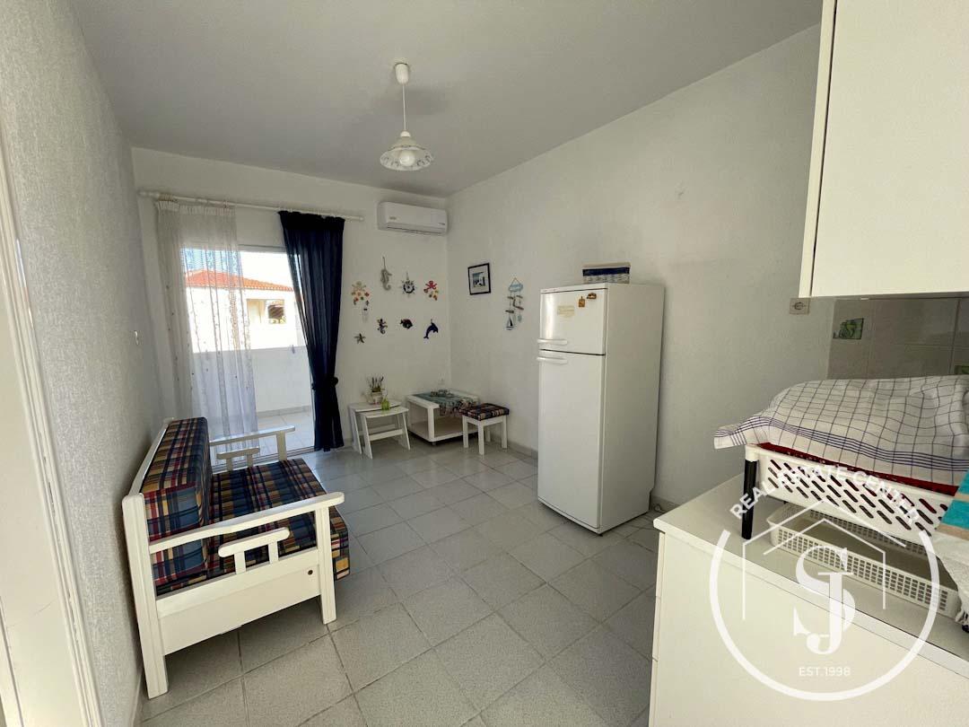 Διαμέρισμα σε όροφο δίπλα από την παραλία