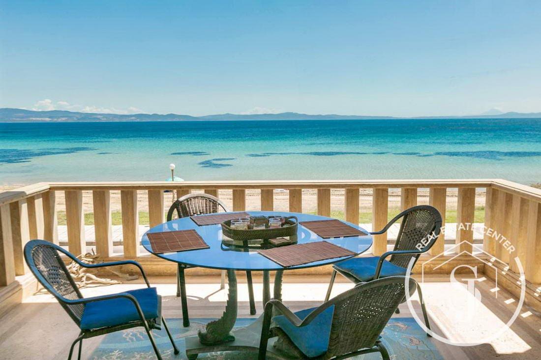 Luxury Villa Beachfront Living!!