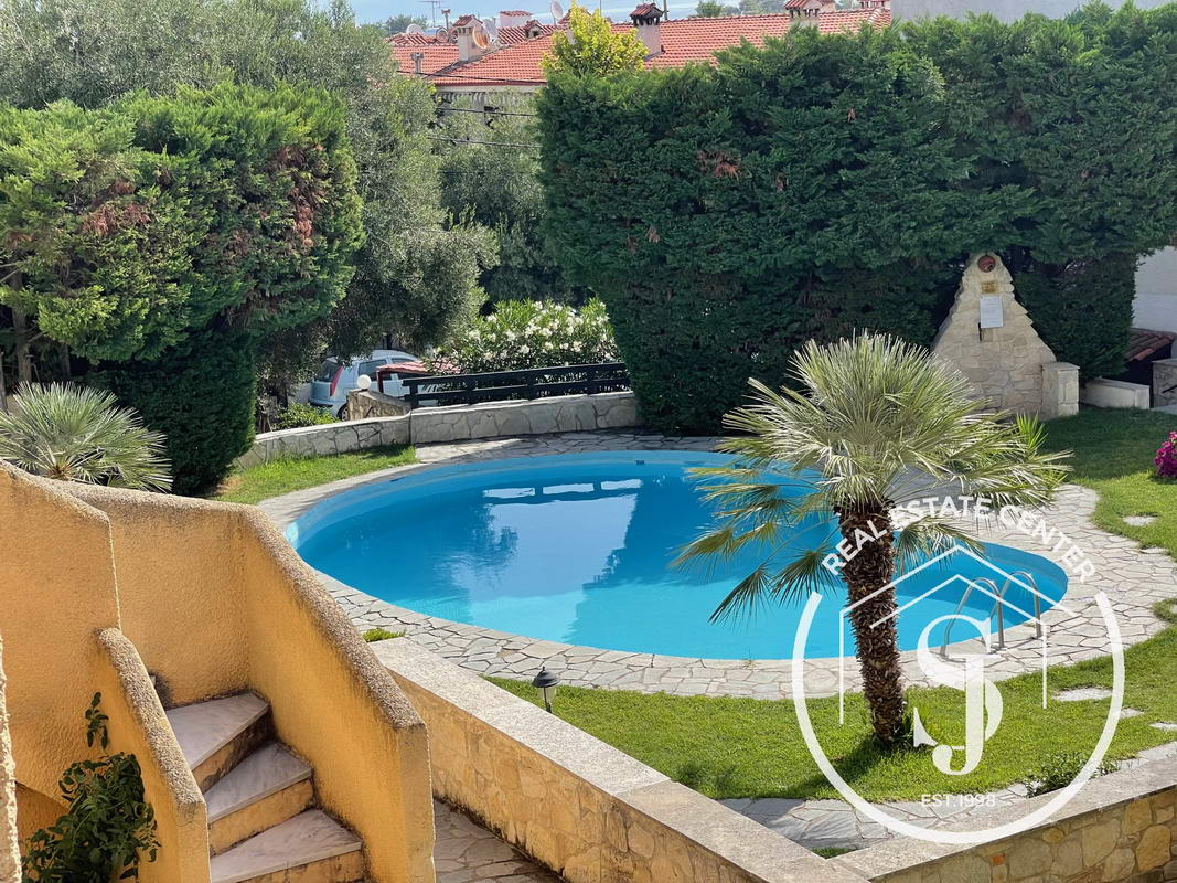 Summer Home With Shared Swimming Pool!!