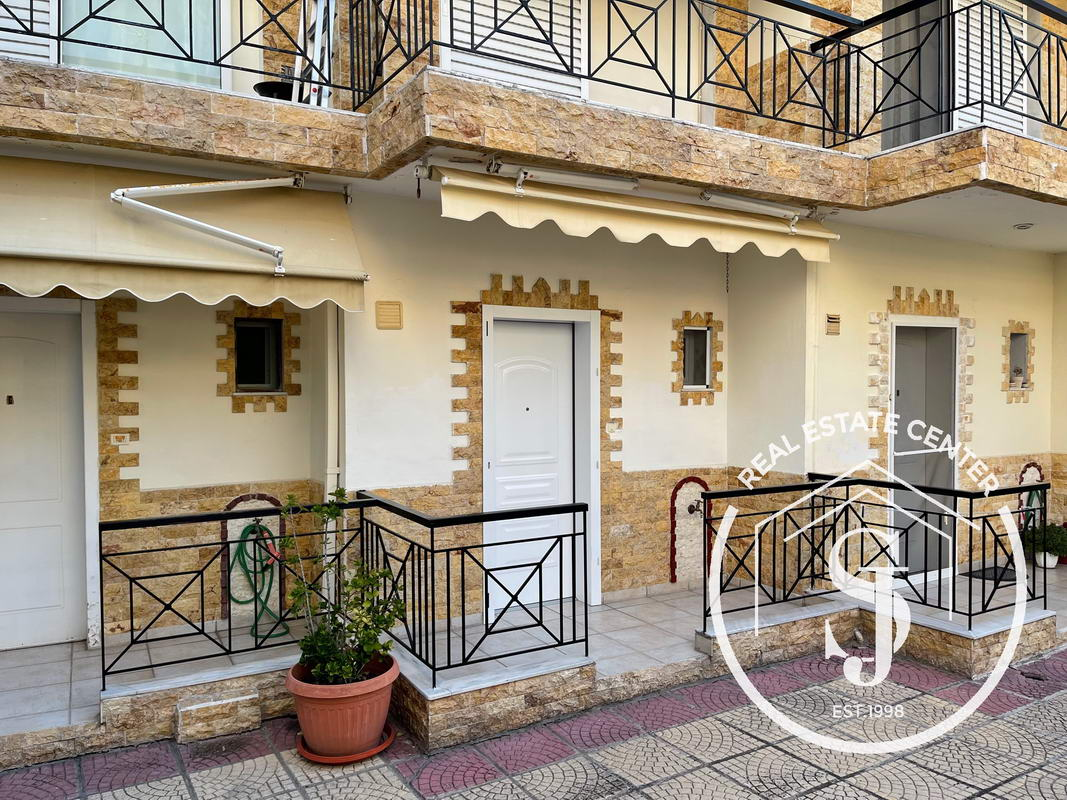 Delightful Maisonette With Private Gated Parking!!