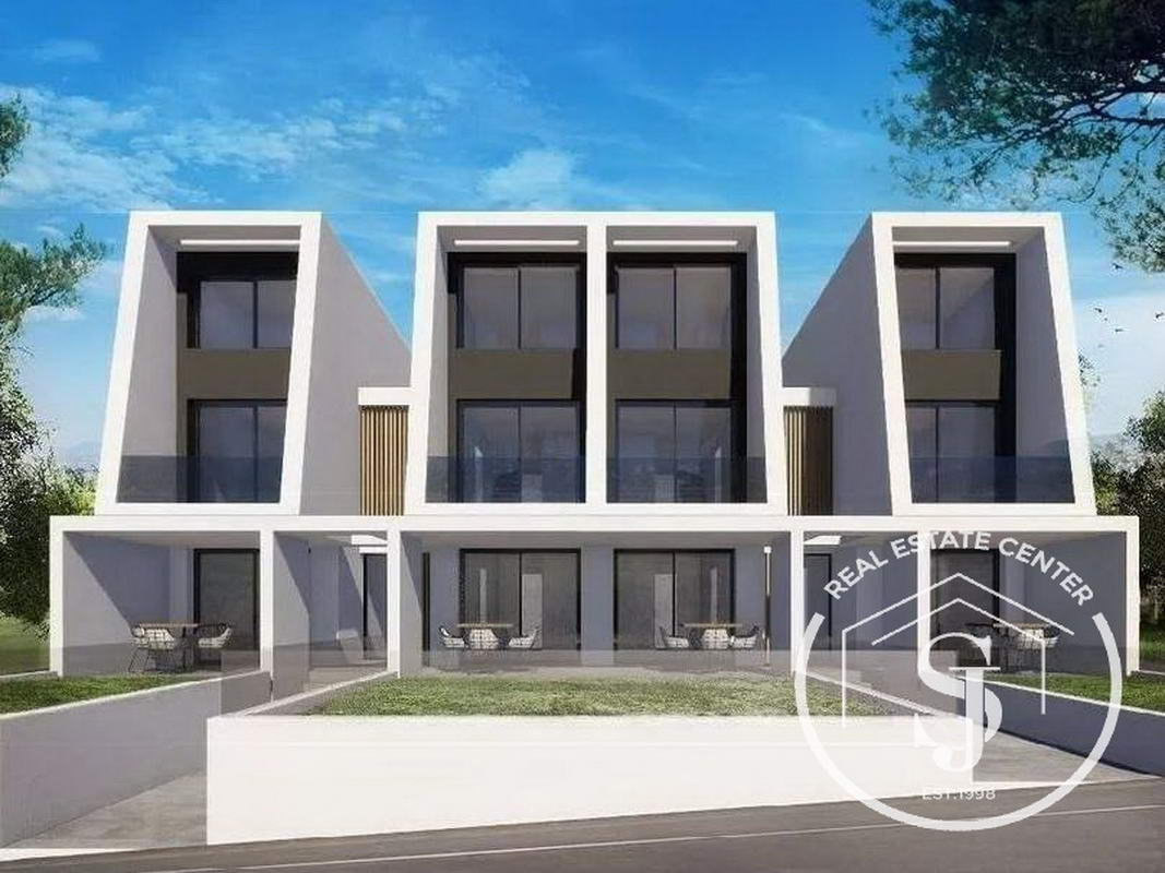 Ultra Modern Apartment Living On 2 Floors!!