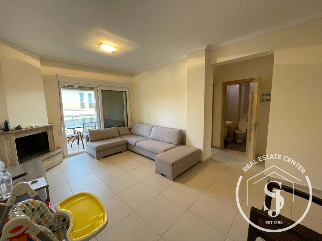 Stunning Furnished Apartment, Quiet Area!!