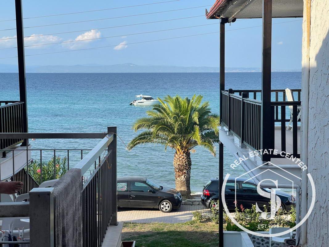 BeachFront Living, Holiday Home, TURN KEY!!