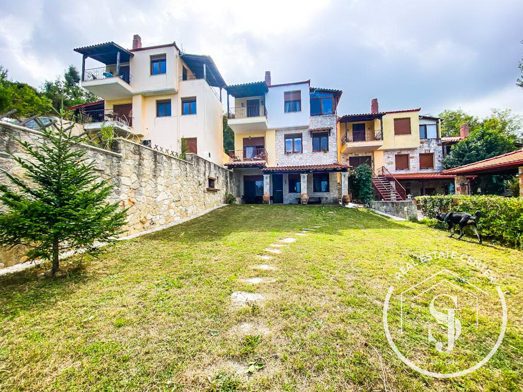 Immaculate Home + Guest Apartment, With Panoramic Sea Views!!